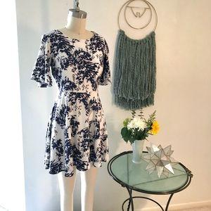 Short Sleeved Black & White Leaf Motif Dress